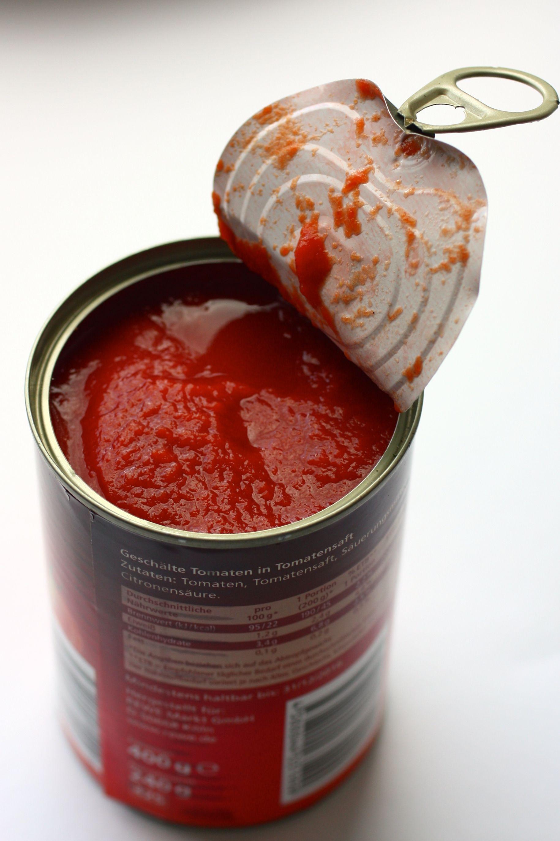 Tomaten in der offenen Dose für Spaghetti Bolognese