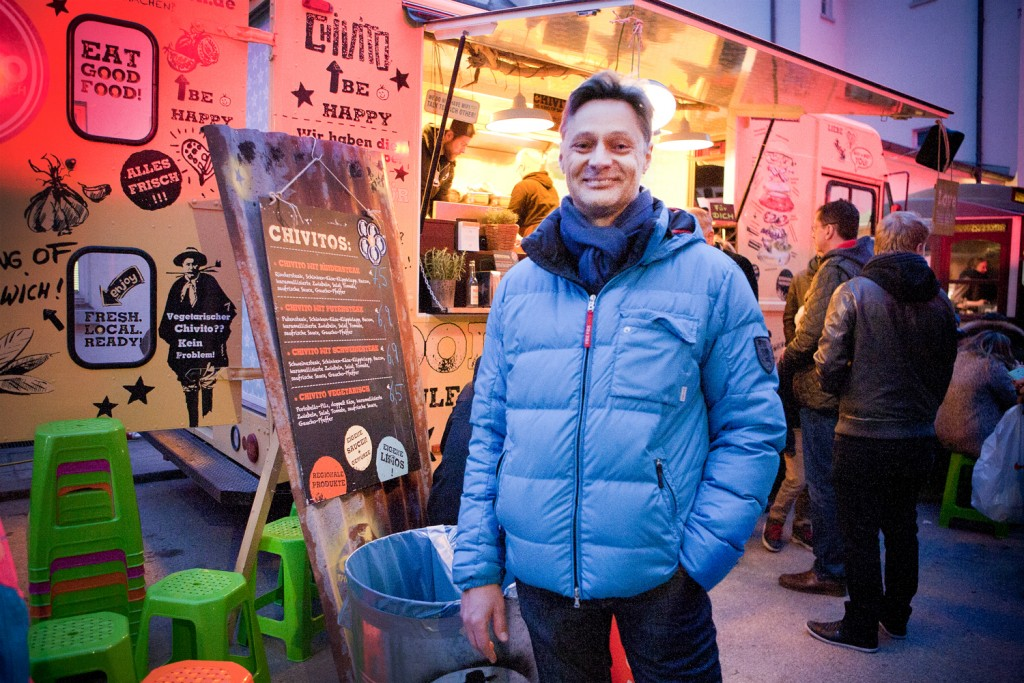 Edwin vor dem Chivito Foodtruck